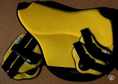 tapis jaune c 39 est vraiment moche ou pas. Black Bedroom Furniture Sets. Home Design Ideas